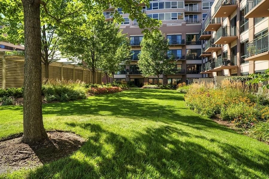 Real Estate Photography - 807 Davis Unit 1705, Evanston, IL, 60201 - Outdoor terrace