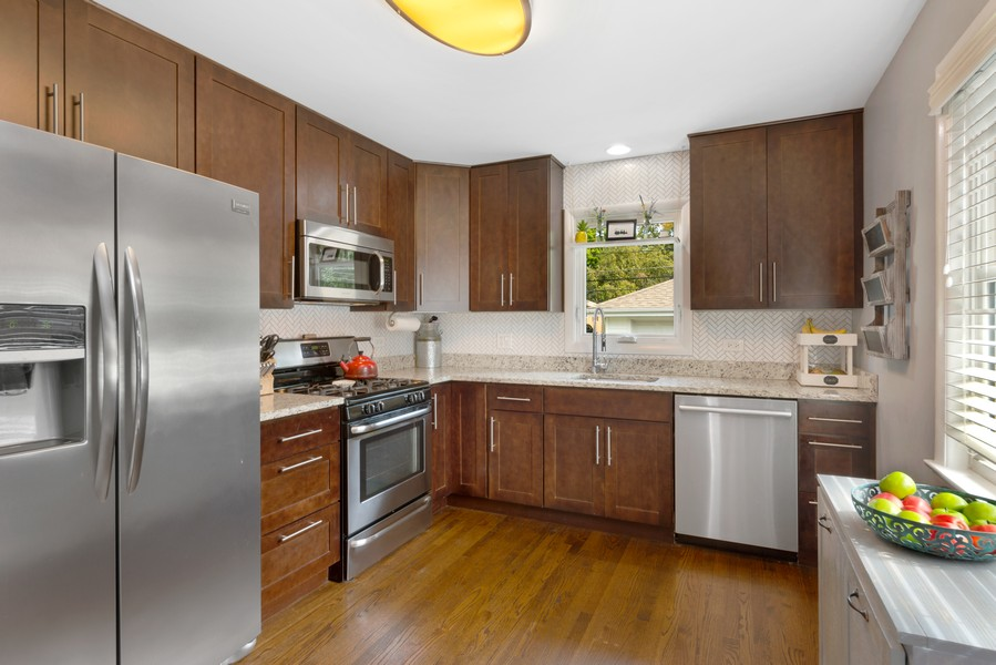 Real Estate Photography - 915 N Kaspar Ave, Arlington Heights, IL, 60004 - Kitchen