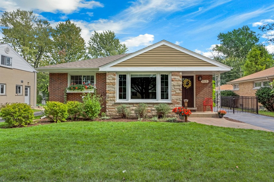 Real Estate Photography - 915 N Kaspar Ave, Arlington Heights, IL, 60004 - Front View