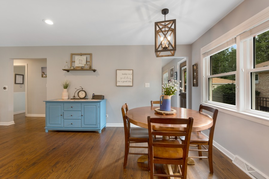 Real Estate Photography - 915 N Kaspar Ave, Arlington Heights, IL, 60004 - Kitchen / Dining Room