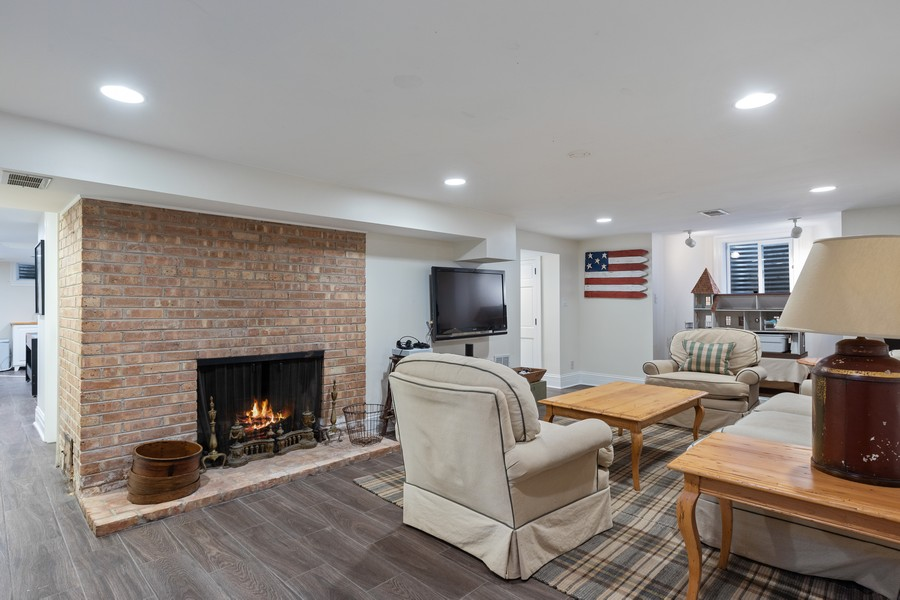 Real Estate Photography - 2323 Iroquois, Wilmette, IL, 60091 -