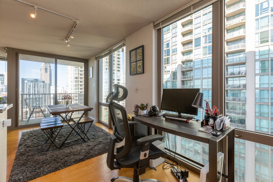 Real Estate Photography - 2 E Erie St, Apt 3112, Chicago, IL, 60611 - Office