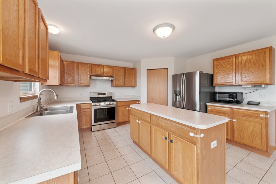 Real Estate Photography - 1435 S Wildmeadow Rd, Round Lake, IL, 60073 - Kitchen