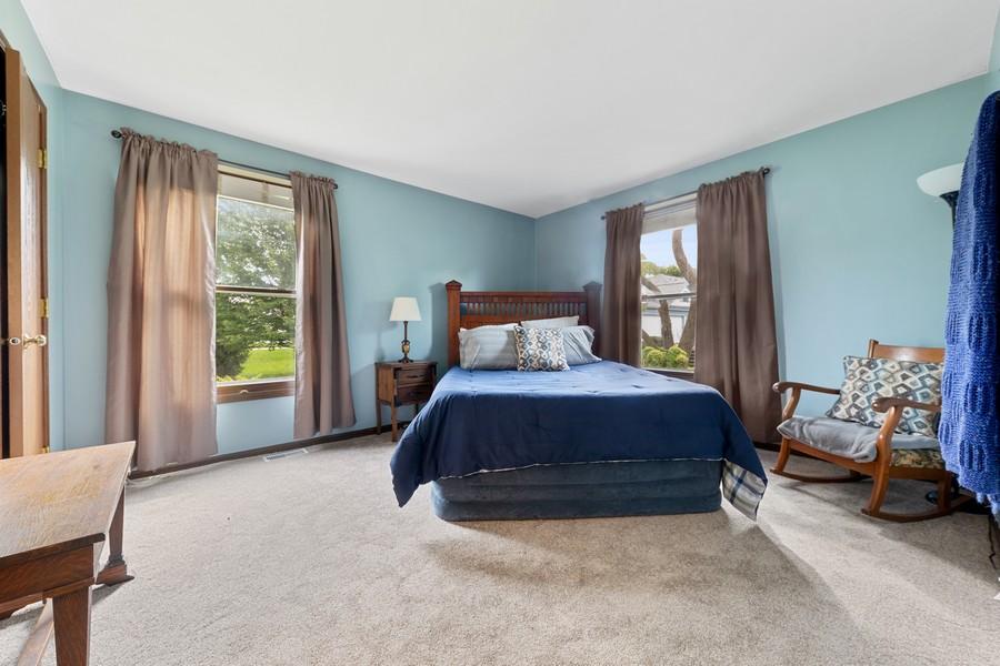 Real Estate Photography - 1675 Grosvenor Circle, UNIT B, Wheaton, IL, 60189 - Master Bedroom
