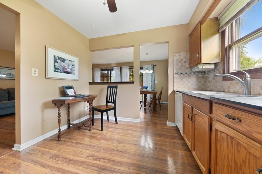 Real Estate Photography - 1675 Grosvenor Circle, UNIT B, Wheaton, IL, 60189 - Kitchen
