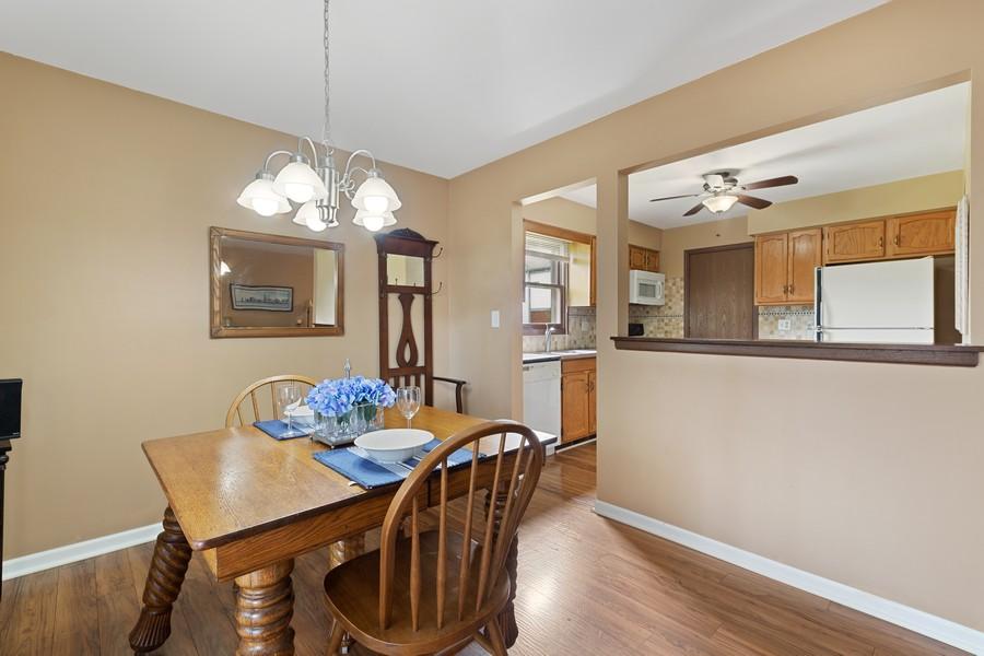 Real Estate Photography - 1675 Grosvenor Circle, UNIT B, Wheaton, IL, 60189 - Dining Room