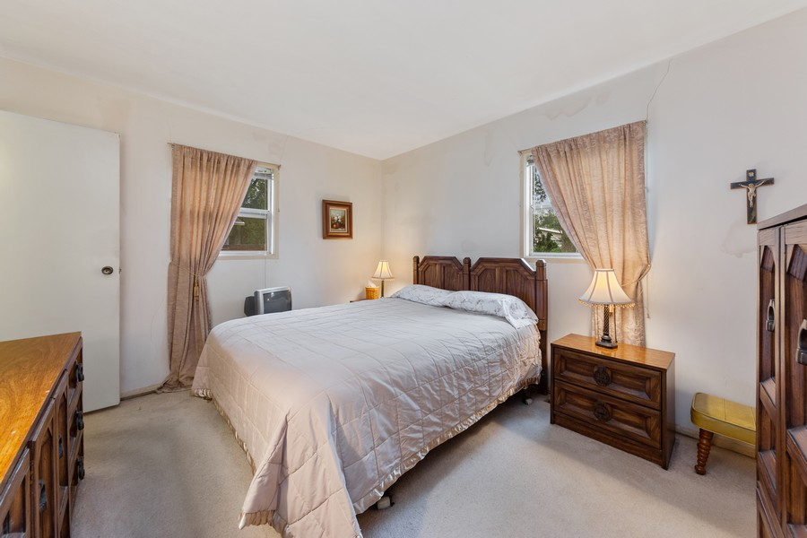Real Estate Photography - 3405 Ashley Dr., Glenview, IL, 60025 - Master Bedroom