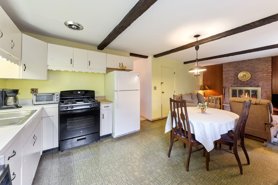 Real Estate Photography - 3405 Ashley Dr., Glenview, IL, 60025 - Kitchen