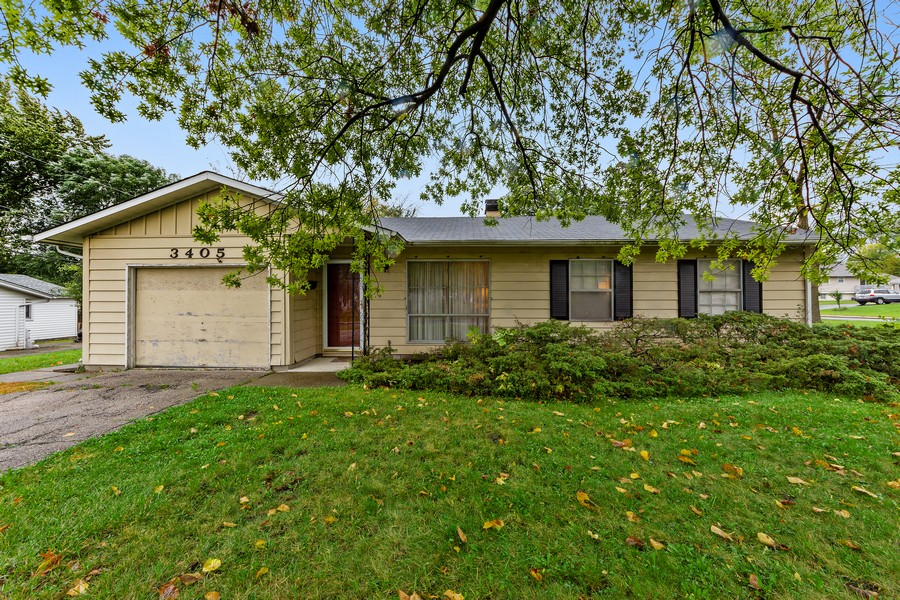 Real Estate Photography - 3405 Ashley Dr., Glenview, IL, 60025 - Front View