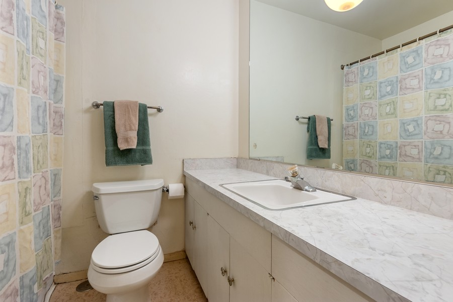 Real Estate Photography - 3405 Ashley Dr., Glenview, IL, 60025 - 2nd Bathroom