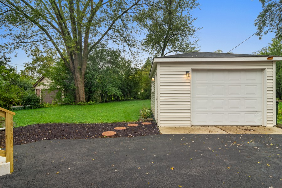 Real Estate Photography - 665 E Clarendon Ct, Arlington Heights, IL, 60004 - Garage