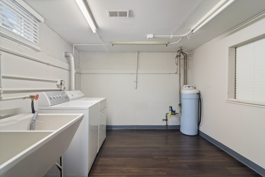 Real Estate Photography - 665 E Clarendon Ct, Arlington Heights, IL, 60004 - Laundry Room