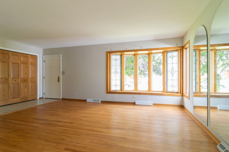 Real Estate Photography - 605 N Eastman Dr, Mount Prospect, IL, 60056 - Living Room