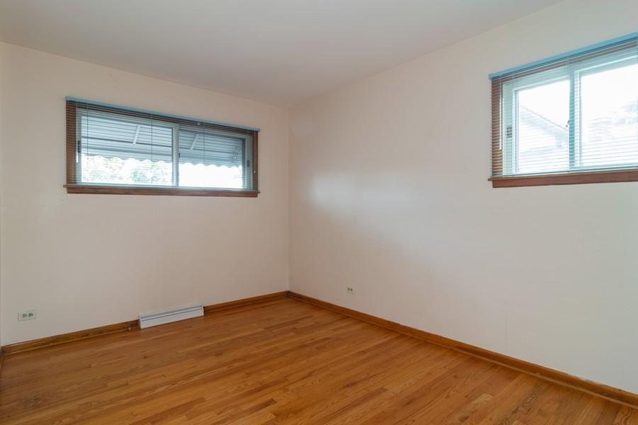 Real Estate Photography - 605 N Eastman Dr, Mount Prospect, IL, 60056 - Bedroom