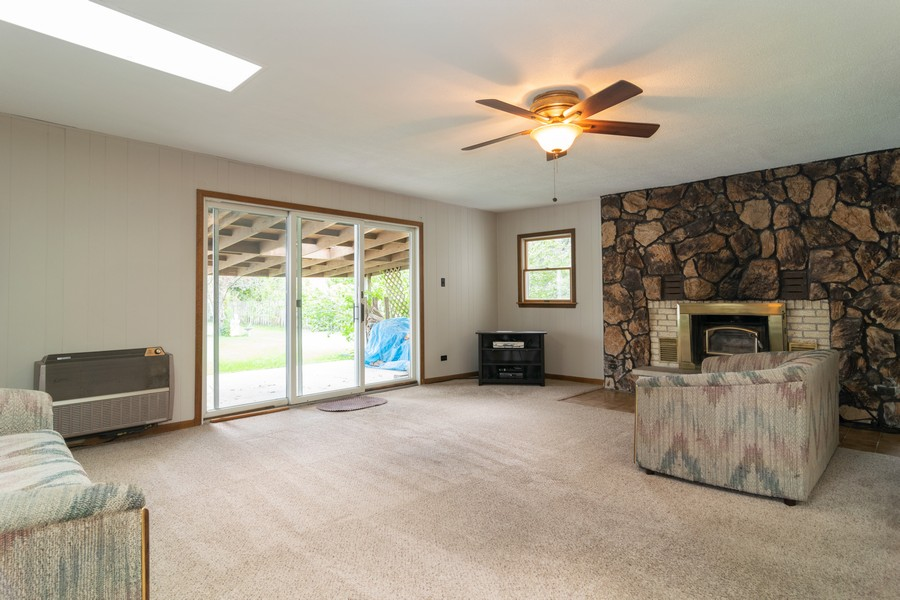 Real Estate Photography - 605 N Eastman Dr, Mount Prospect, IL, 60056 - Family Room