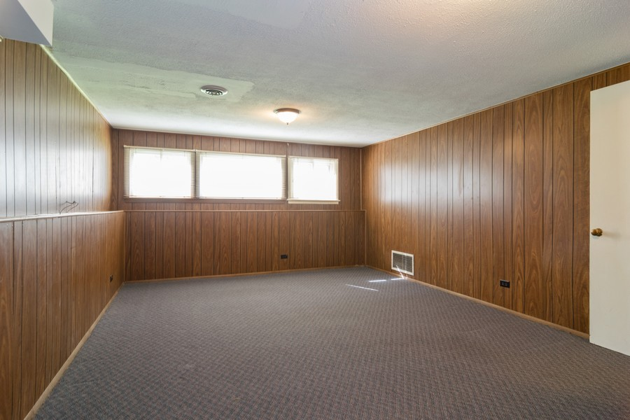 Real Estate Photography - 605 N Eastman Dr, Mount Prospect, IL, 60056 - Recreational Area