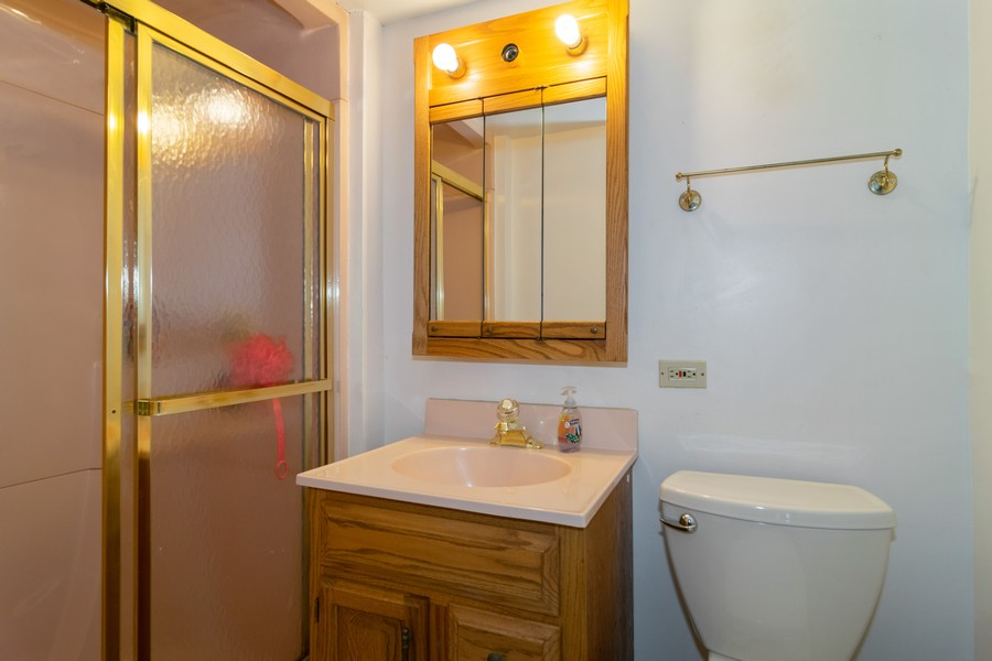 Real Estate Photography - 605 N Eastman Dr, Mount Prospect, IL, 60056 - First floor Bathroom