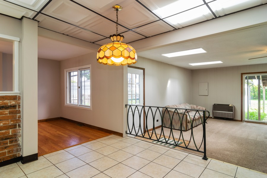 Real Estate Photography - 605 N Eastman Dr, Mount Prospect, IL, 60056 - Breakfast Nook