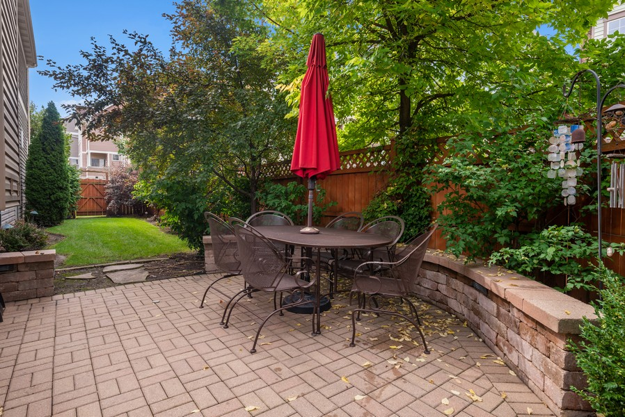 Real Estate Photography - 4520 W Larchmont Ave, Chicago, IL, 60641 - Patio