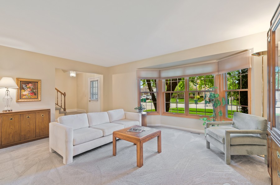 Real Estate Photography - 907 Hobson Dr., Buffalo Grove, IL, 60089 - Living Room
