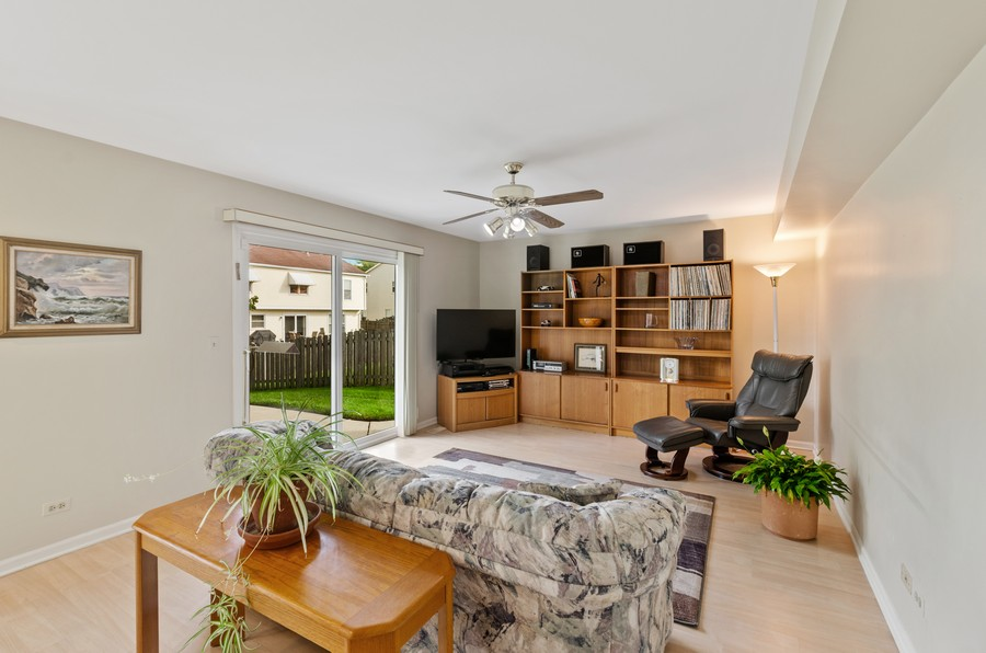 Real Estate Photography - 907 Hobson Dr., Buffalo Grove, IL, 60089 - Family Room