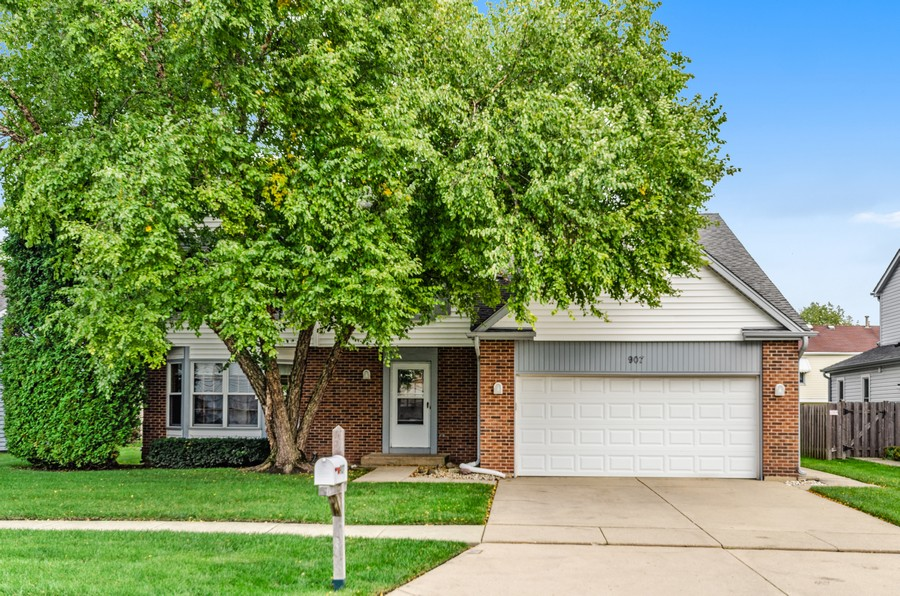 Real Estate Photography - 907 Hobson Dr., Buffalo Grove, IL, 60089 - Front View
