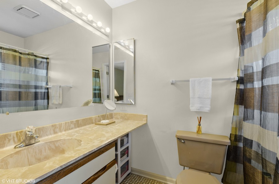 Real Estate Photography - 907 Hobson Dr., Buffalo Grove, IL, 60089 - Master Bath