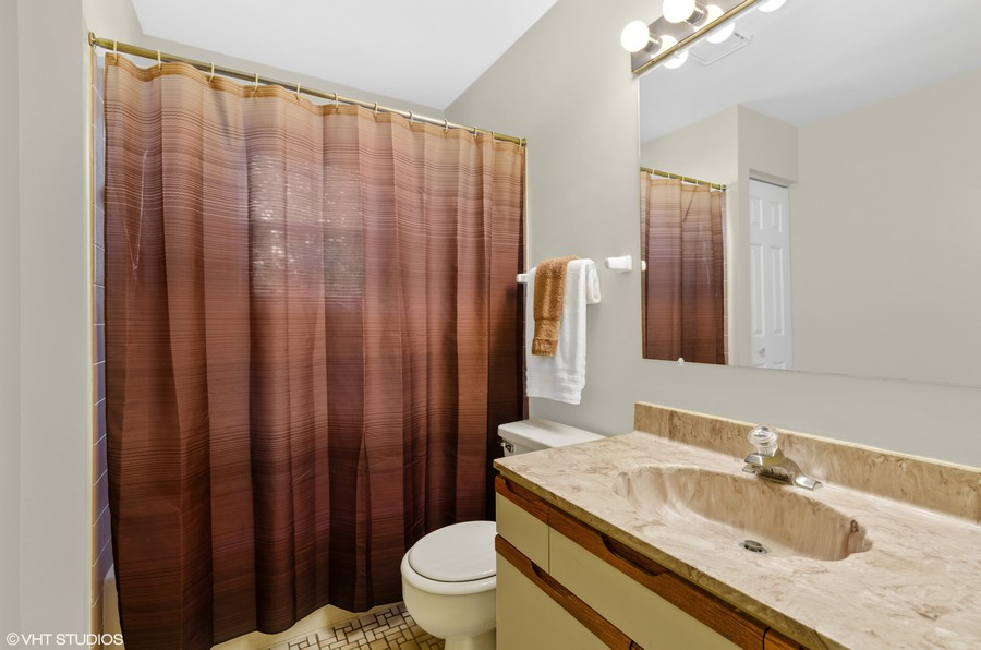 Real Estate Photography - 907 Hobson Dr., Buffalo Grove, IL, 60089 - Bathroom