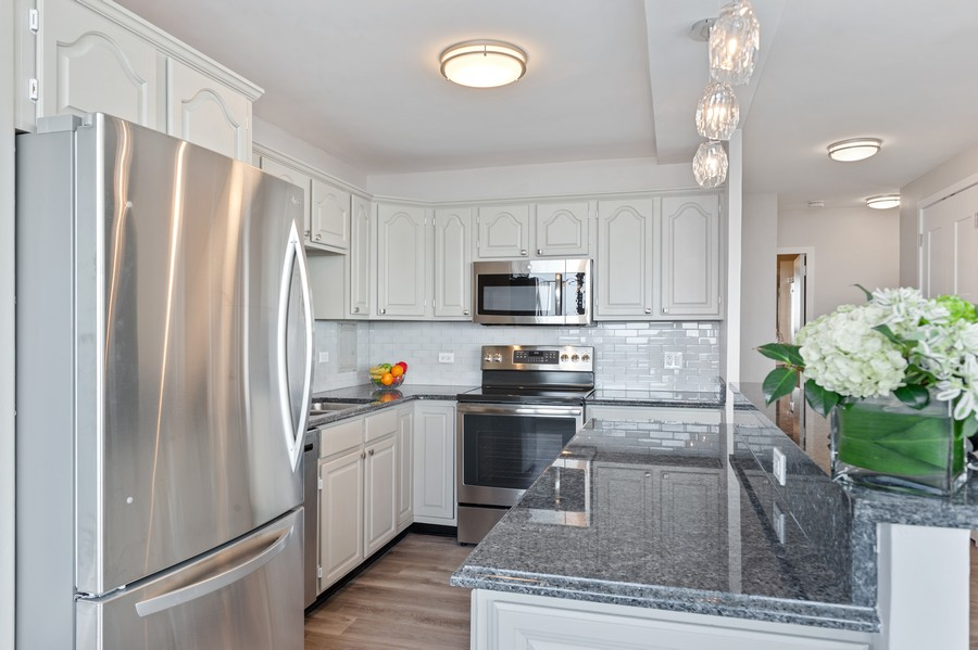 Real Estate Photography - 5701 N Sheridan, Unit 29A, Chicago, IL, 60614 - Kitchen