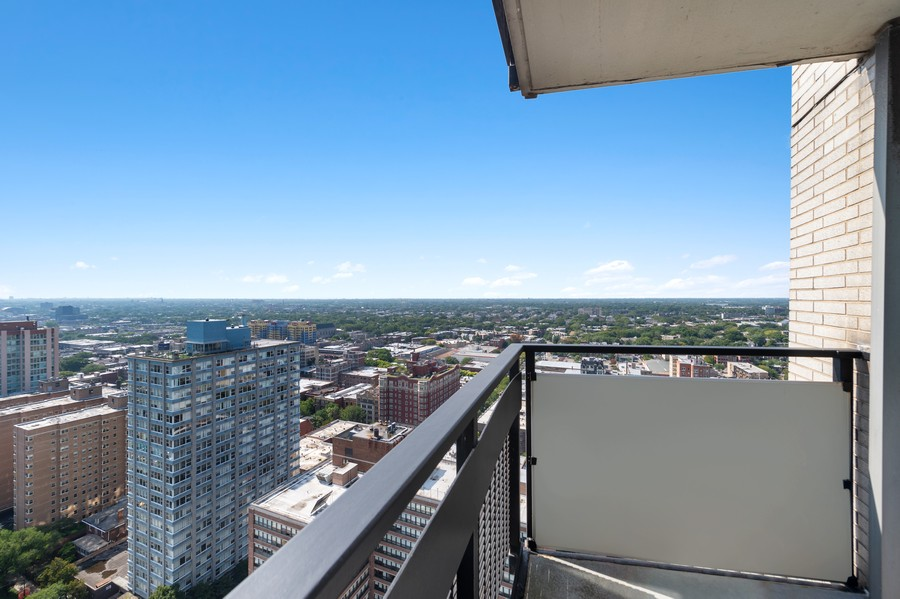 Real Estate Photography - 5701 N Sheridan, Unit 29A, Chicago, IL, 60614 - Balcony