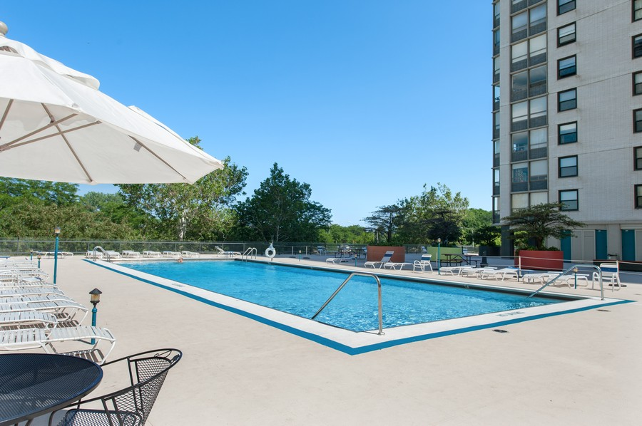 Real Estate Photography - 5701 N Sheridan, Unit 29A, Chicago, IL, 60614 - Outdoor Pool