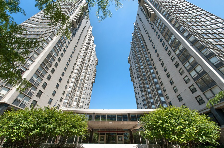 Real Estate Photography - 5701 N Sheridan, Unit 29A, Chicago, IL, 60614 - Front View