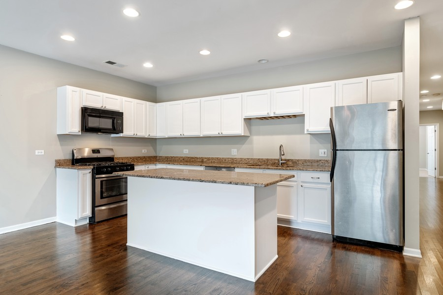 Real Estate Photography - 2902 N Central Park, 2S, Chicago, IL, 60618 - Kitchen