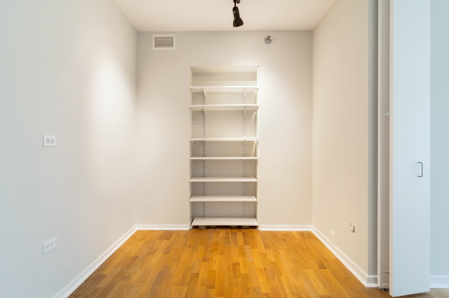 Real Estate Photography - 400 N La Salle, Unit 4207, Chicago, IL, 60654 - Office