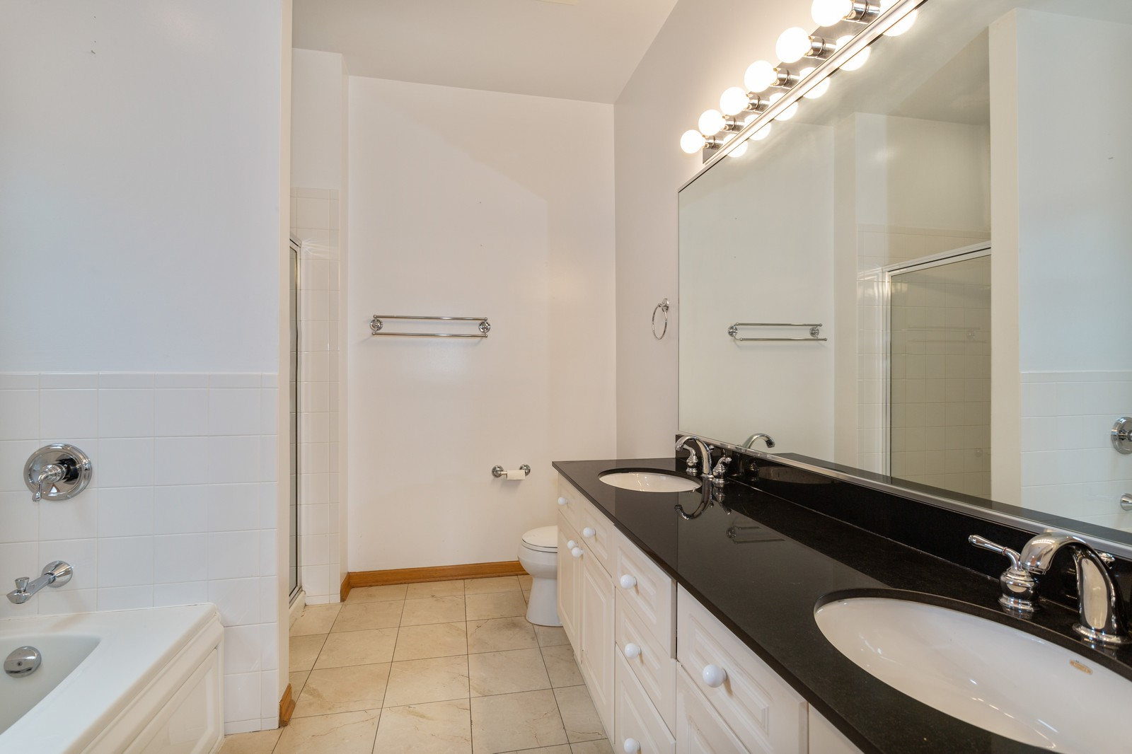 Real Estate Photography - 651 W Wellington, Unit 3, Chicago, IL, 60657 - Master Bathroom