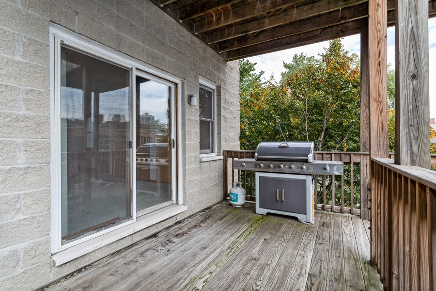 Real Estate Photography - 651 W Wellington, Unit 3, Chicago, IL, 60657 - Deck
