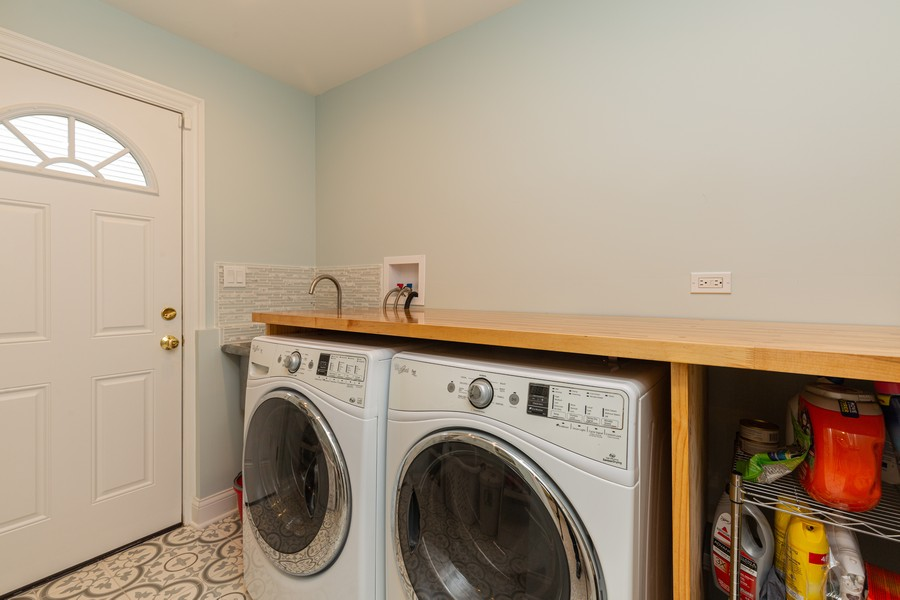 Real Estate Photography - 302 Sharon Dr, Barrington, IL, 60010 - Laundry Room