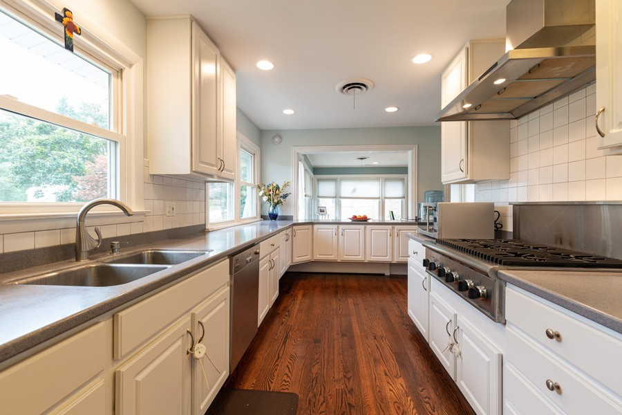 Real Estate Photography - 302 Sharon Dr, Barrington, IL, 60010 - Kitchen