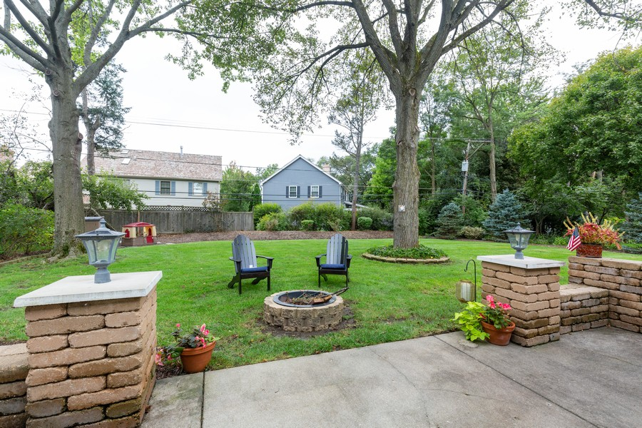 Real Estate Photography - 302 Sharon Dr, Barrington, IL, 60010 - Patio