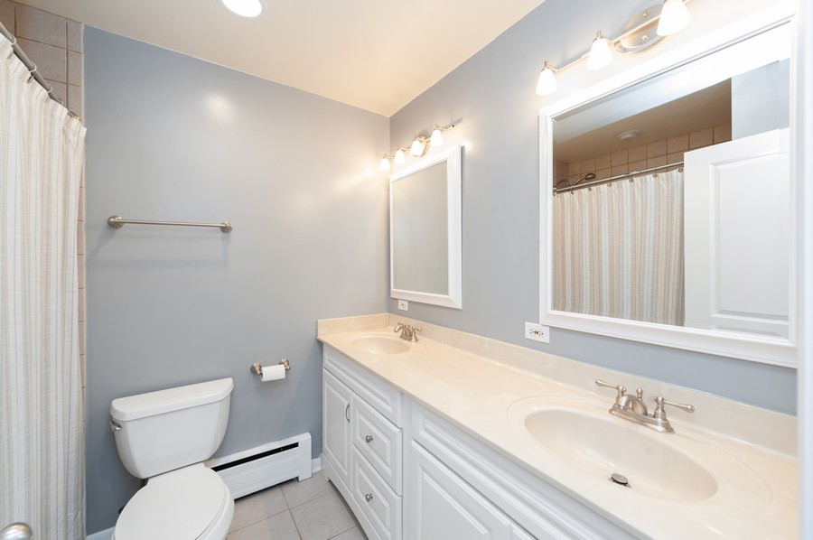 Real Estate Photography - 302 Sharon Dr, Barrington, IL, 60010 - 2nd Bathroom