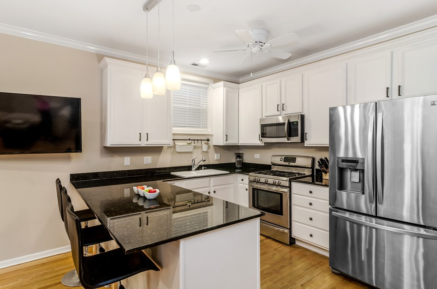 Real Estate Photography - 3930 N Southport, 1S, Chicago, IL, 60613 - Kitchen