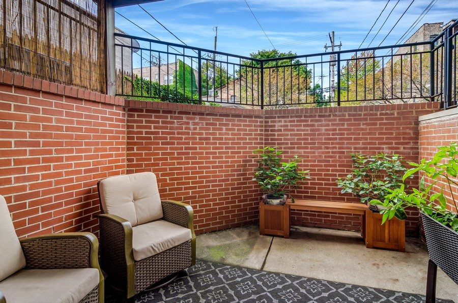 Real Estate Photography - 3930 N Southport, 1S, Chicago, IL, 60613 - Patio