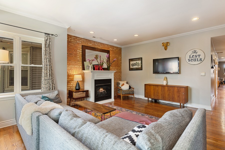 Real Estate Photography - 2539 N Hamlin Ave #2N, Chicago, IL, 60647 - Living Room
