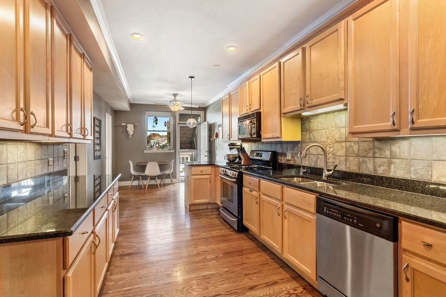 Real Estate Photography - 2539 N Hamlin Ave #2N, Chicago, IL, 60647 - Kitchen