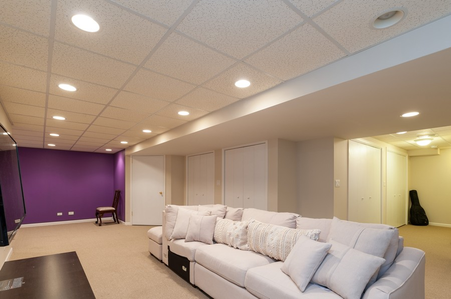 Real Estate Photography - 703 Alsace Cir, Buffalo Grove, IL, 60089 - Recreational Room