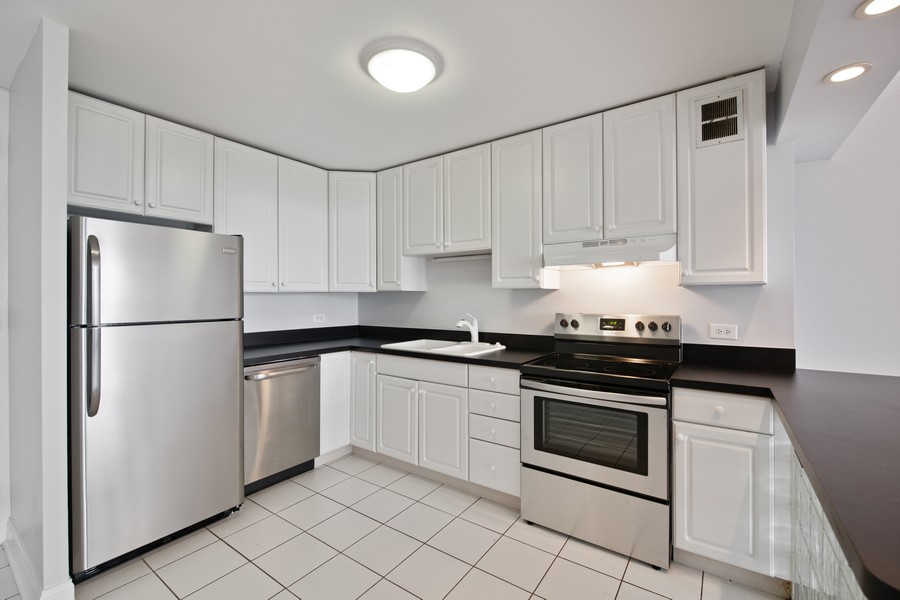 Real Estate Photography - 1660 N. LaSalle St., #1507, Chicago, IL, 60614 - Kitchen