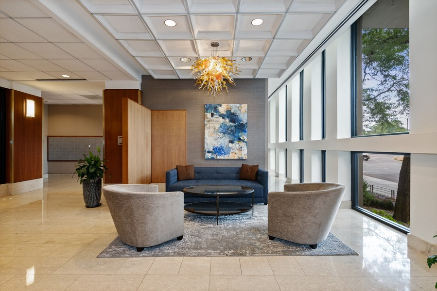 Real Estate Photography - 1660 N. LaSalle St., #1507, Chicago, IL, 60614 - Lobby