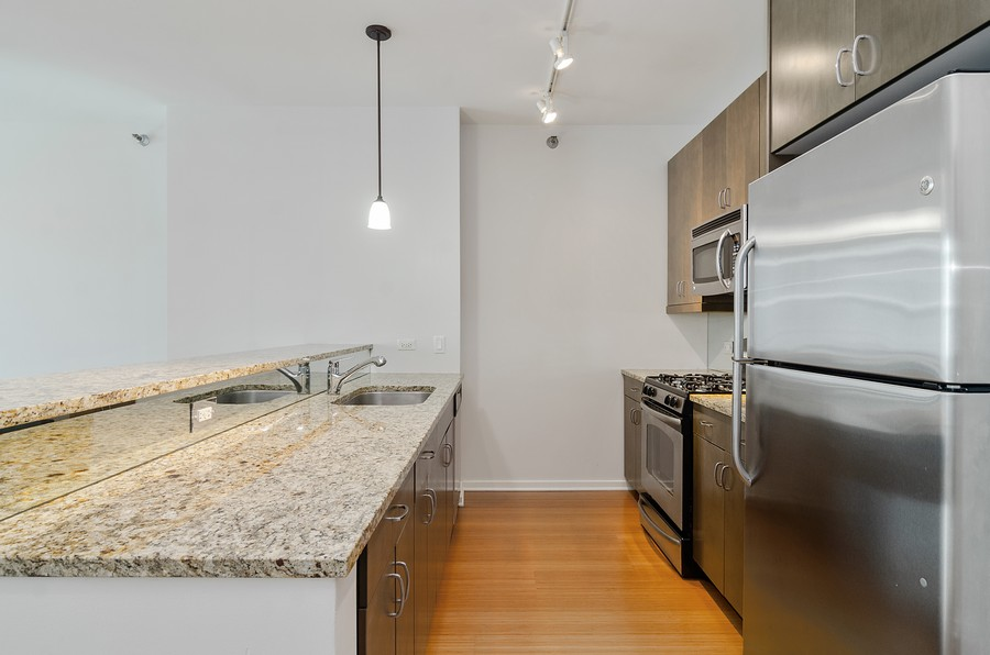 Real Estate Photography - 125 S. Green Street, Unit 302A, Chicago, IL, 60607 - Kitchen