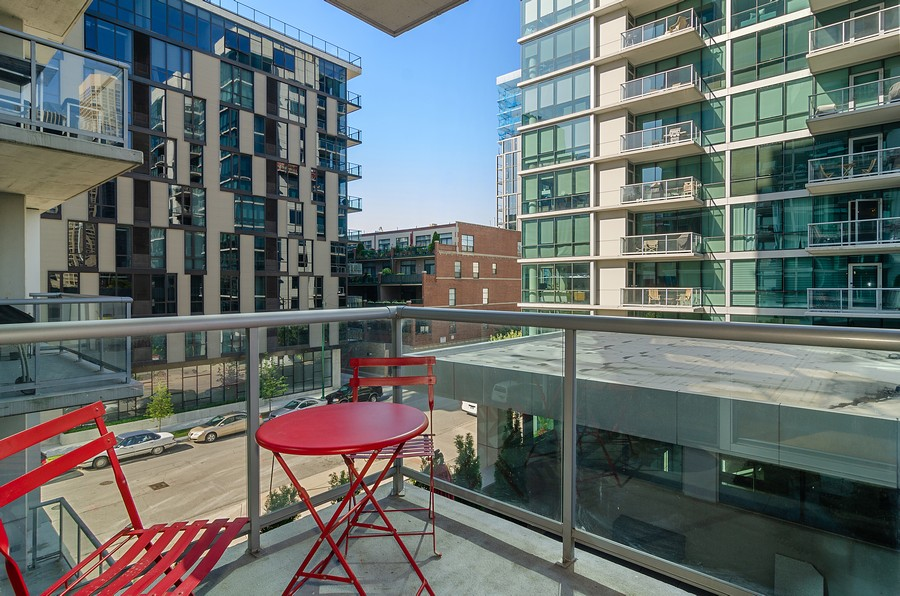 Real Estate Photography - 125 S. Green Street, Unit 302A, Chicago, IL, 60607 - Balcony