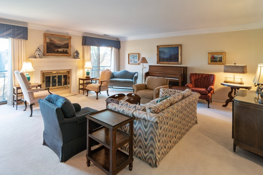 Real Estate Photography - 7575 W Lake St, 3A, River Forest, IL, 60305 - Living Room